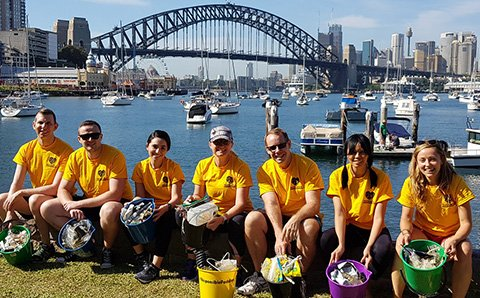 Rackers in Sydney volunteering to clean up the harbor